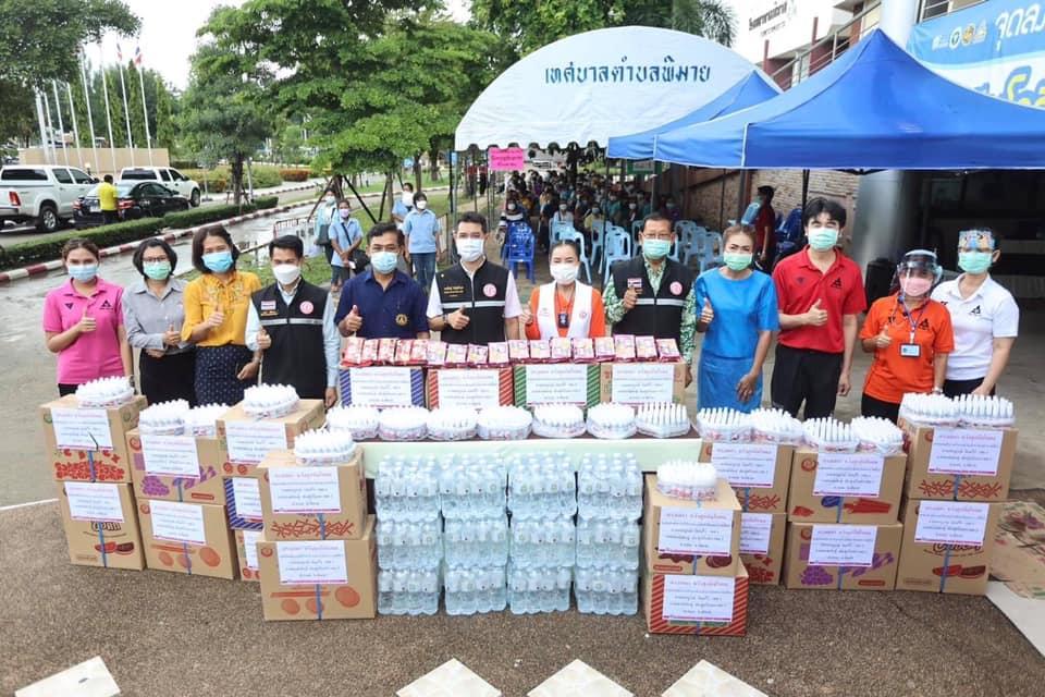 """""""นายกหน่อย"""" ลงพื้นที่ให้กำลังใจผู้ฉีดวัคซีนและมอบถุงน้ำใจ ช่วยเหลือผู้กักตัวโควิด-19  อำเภอโนนไทยและอำเภอพิมาย"""